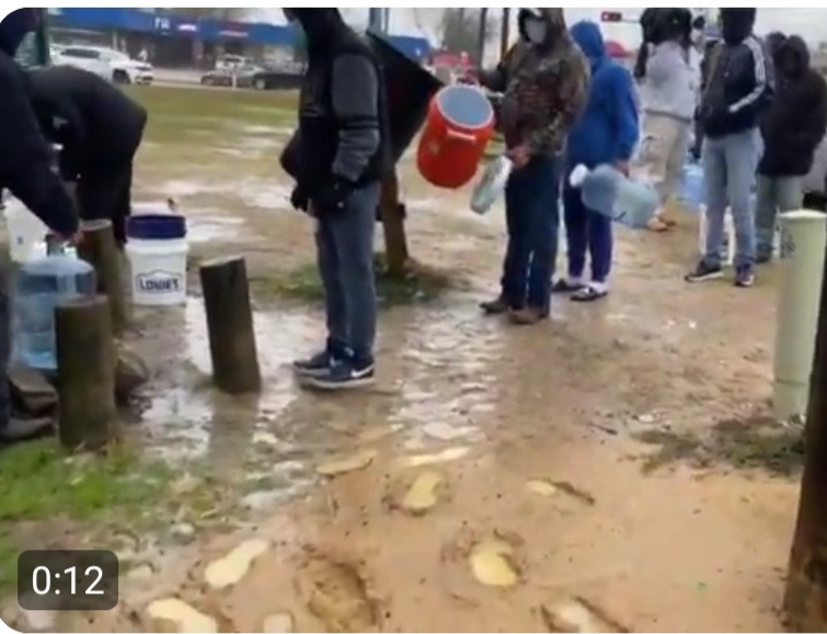 Residents Of Houston Line Up o Fill Containers From A Public Tap As Power Outage Extends For Days, Making It Impossible To Supply Water To Homes