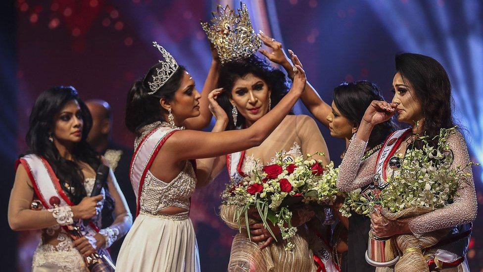 Mysteries unveils as Mrs. Sri Lanka lose her beauty queen crown after it's removed from her head on stage